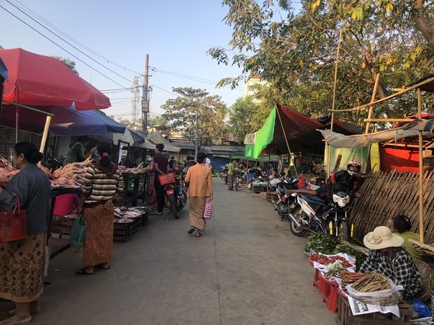 ヤンゴン 日曜日の朝 2月14日 (4)