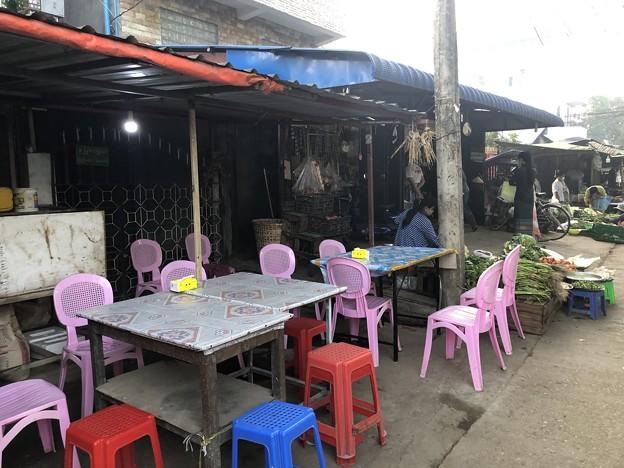 ヤンゴン 日曜日の朝 2月14日 (1)
