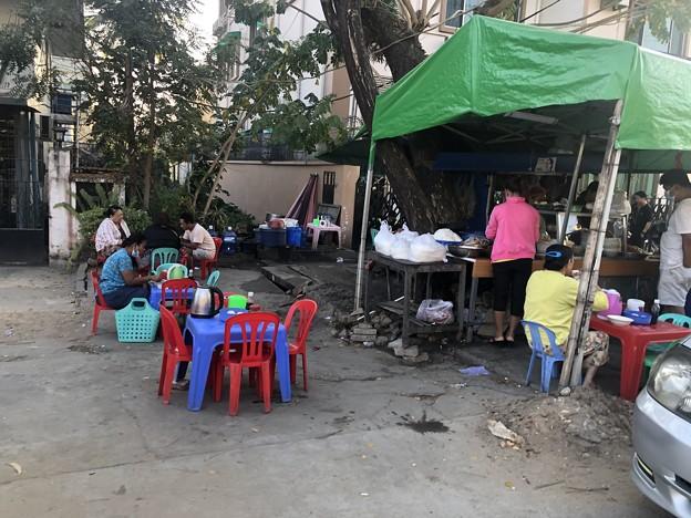 ヤンゴン 日曜日の朝 2月14日 (20)
