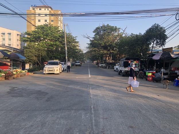 ヤンゴン 日曜日の朝 2月14日 (15)