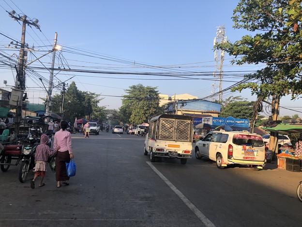 ヤンゴン 日曜日の朝 2月14日 (14)