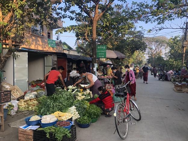ヤンゴン 日曜日の朝 2月14日 (5)