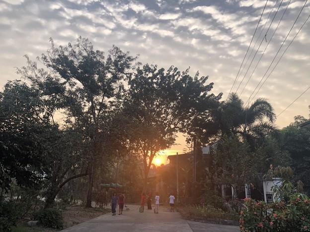 Photos: 2月19日のヤンゴンの小区の朝 (2)