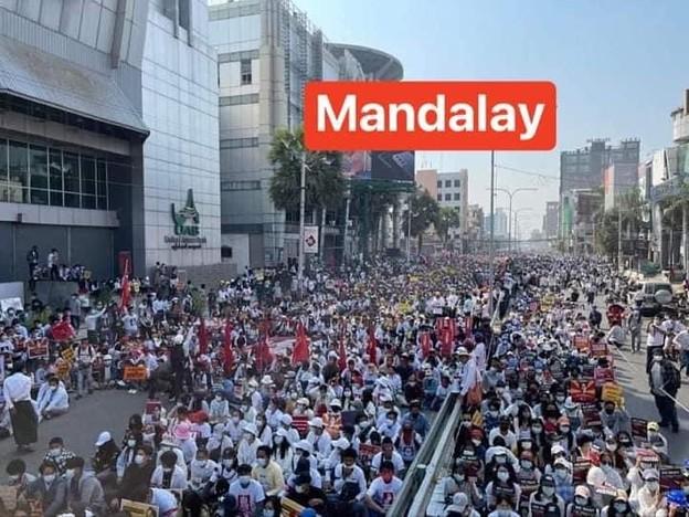 ミャンマー2月22日の大規模デモ (3)
