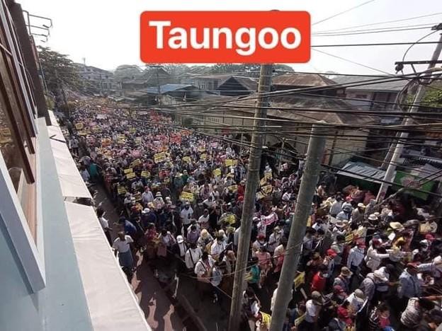 ミャンマー2月22日の大規模デモ (4)