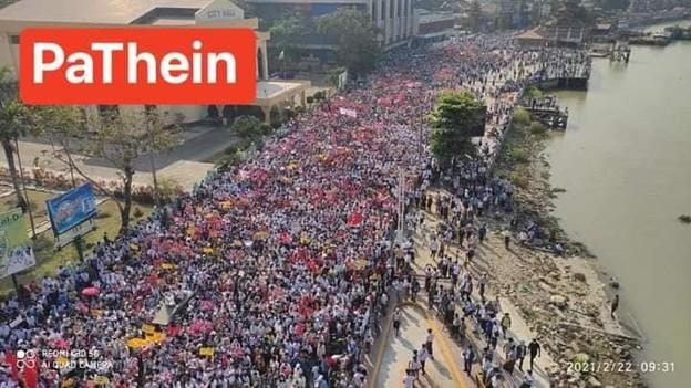 ミャンマー2月22日の大規模デモ (9)