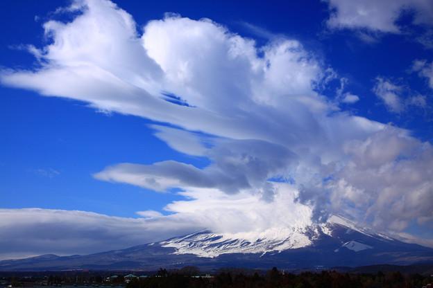雲湧き上がる