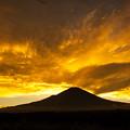 写真: 黄金の夕景