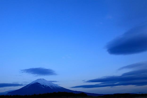 Photos: 淡い藍の時