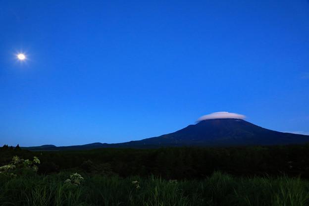 傘雲の朝 全景