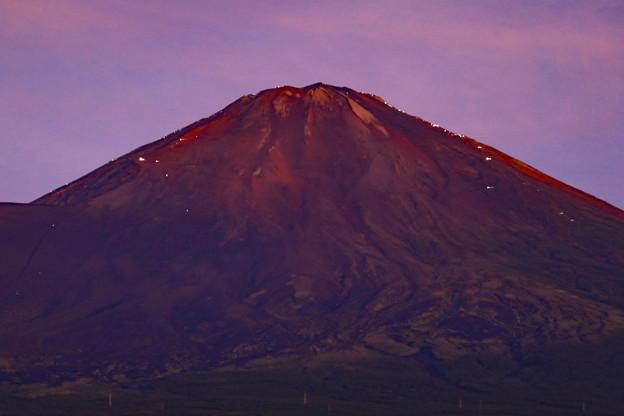写真: 山頂を目指して