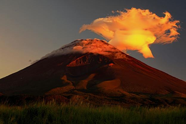 写真: 妖雲の朝