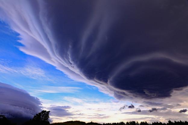 巨大な吊るし雲