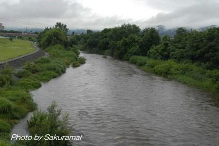 雨あがりの川