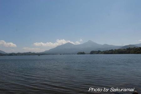 湖畔からの磐梯山
