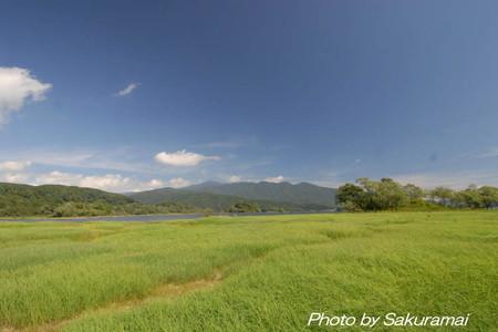 草・湖・山