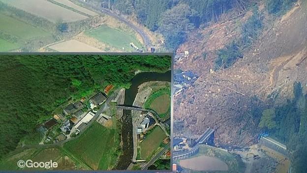 大分 中津 耶馬溪町 画面下は裏山が崩れる前と現場の様子です。現場周辺には救出にあたる隊員の姿や重機で捜索が行われています