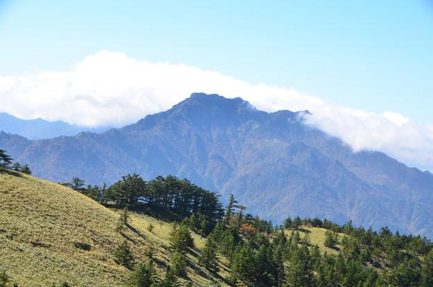 石鎚山を望む