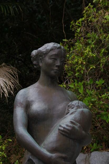 平和母子像