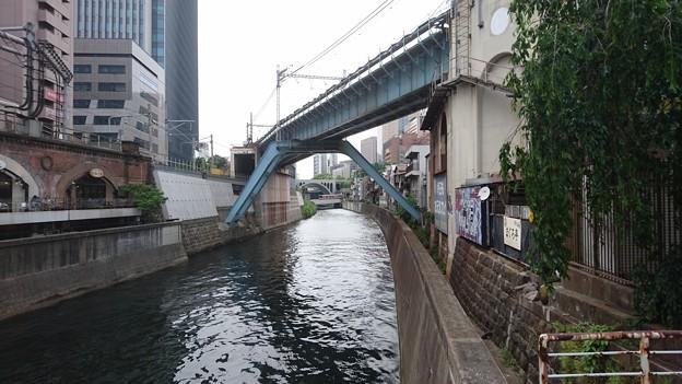 聖橋と東京メトロ丸ノ内線