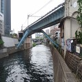 写真: 聖橋と東京メトロ丸ノ内線