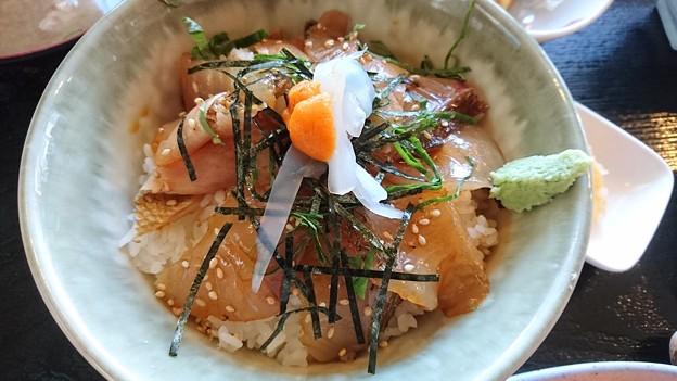 貝殻亭の真鯛づけ丼