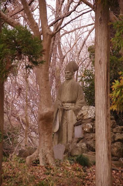 畠山重忠公像