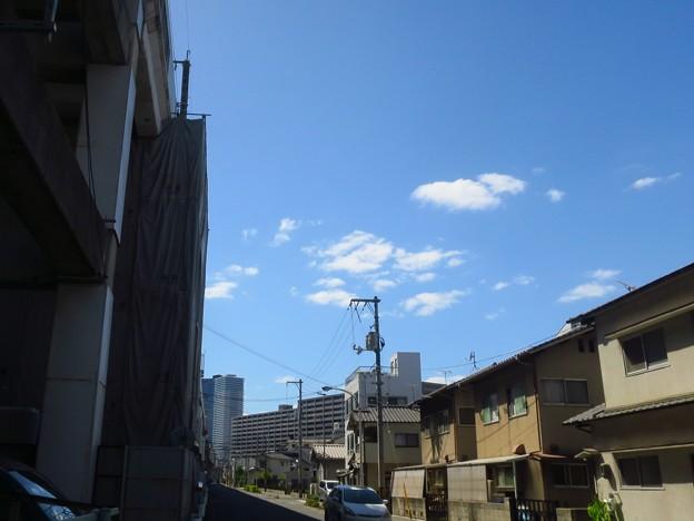 _180817 082 広島駅方面 盆明けの青空