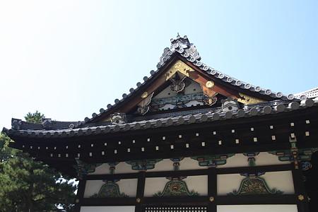 御香宮神社:極彩色豊かな拝殿