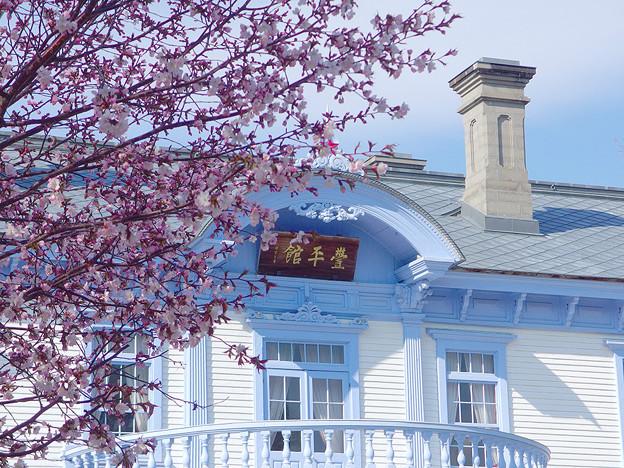 春の豊平館