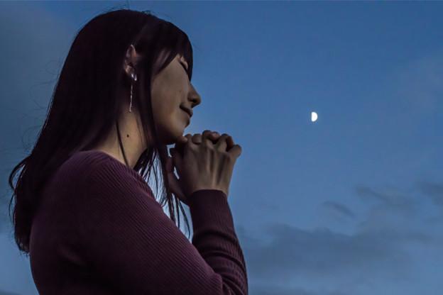 Photos: 月に想いを馳せて