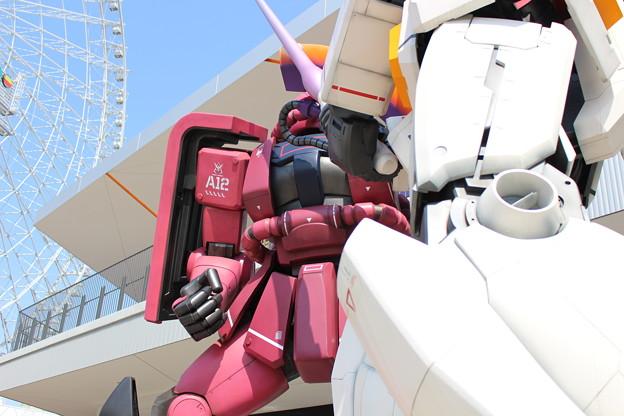 ロボット(赤)