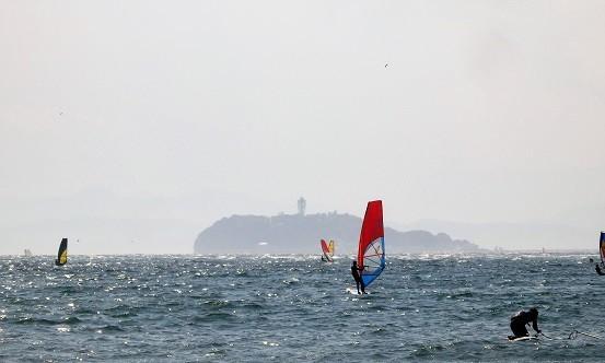 沖合に江の島^^