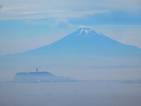 靄に浮かぶ富士山~逗子市披露山