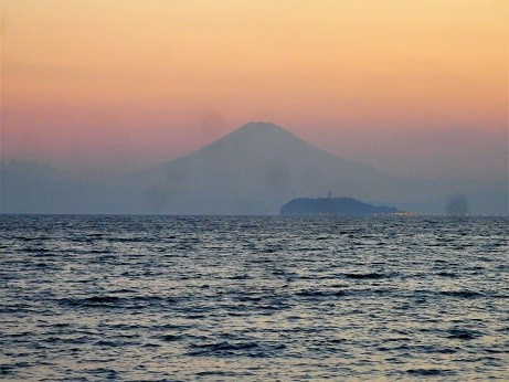夕暮れ富士山~逗子海岸