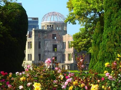 写真: 薔薇~原爆ドーム