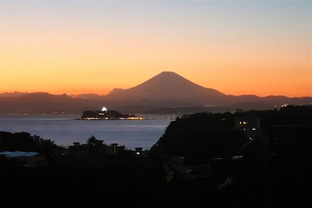 Photos: 夕暮れ富士と江ノ島