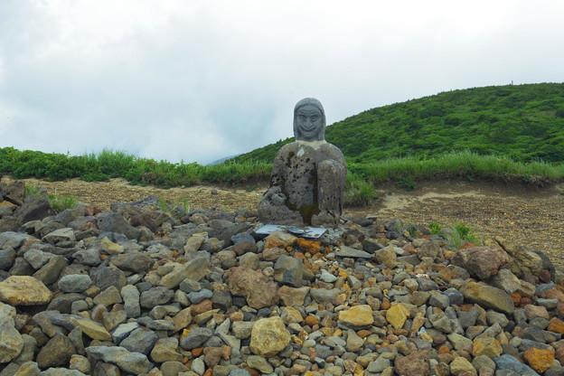 姥神さま石像