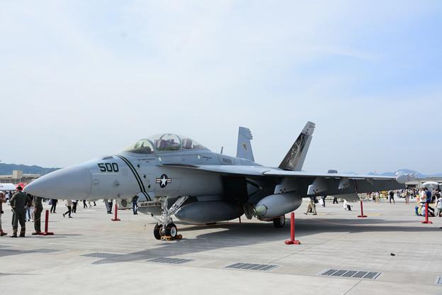 写真: EA-18G ダース・ベイダー塗装機