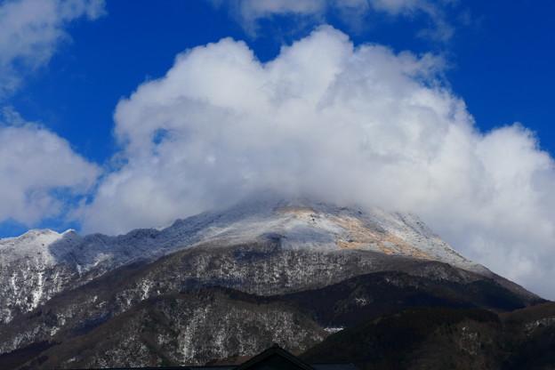 雪山を覆う雲