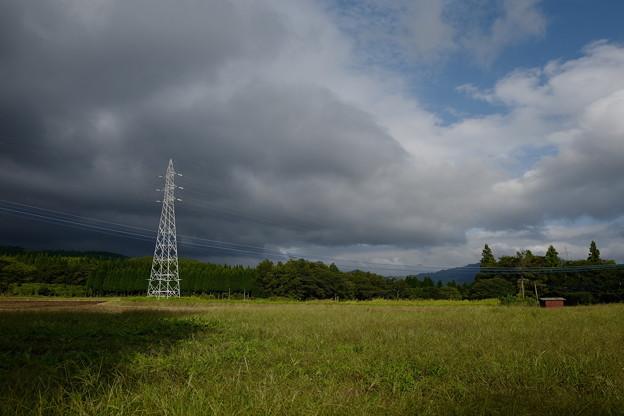 草原の中に鉄塔