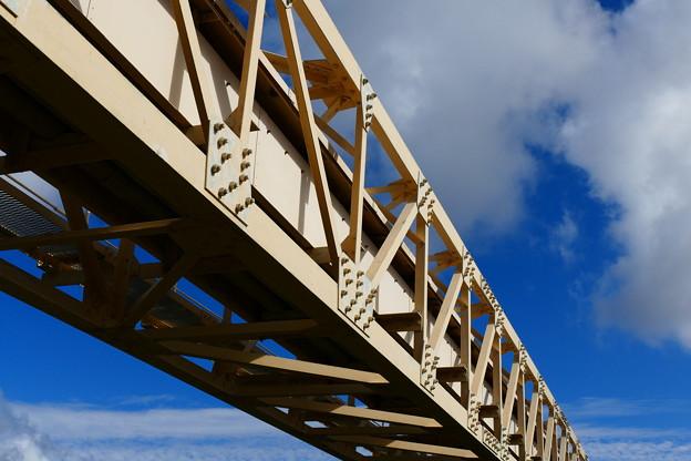 青空に架かる橋