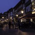 写真: 夜の街角
