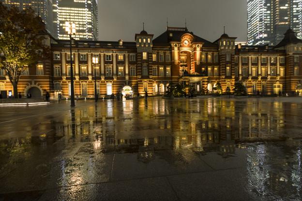 雨の日「東京駅」