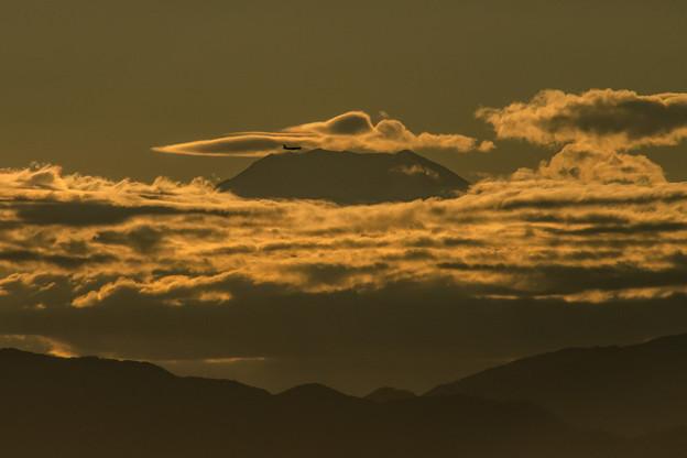 三点セット「富士山・笠雲・飛行機」