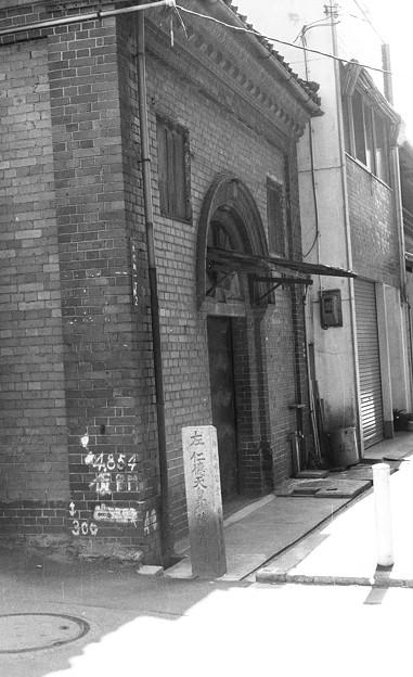 写真: S53 煉瓦造りの建物1