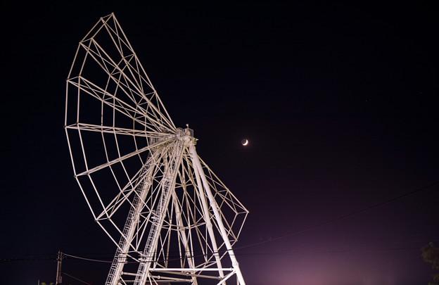 写真: 弦月と三日月と