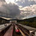 田沢湖駅と秋の空