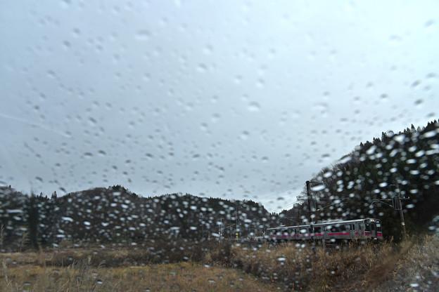 雨のフロントガラス