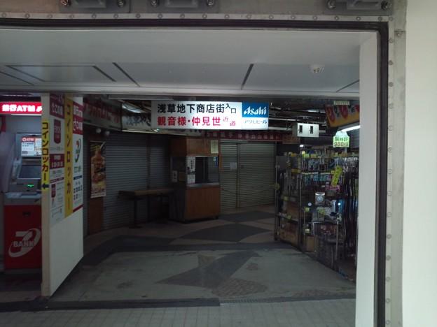 メトロ浅草駅に接続する怪しげ地下街。